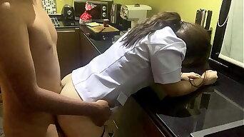 คงเงี่ยนจัด เย็ดแฟนพยาบาล ในห้องครัว แตกคาปาก