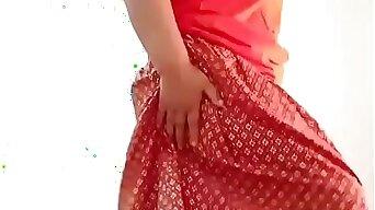 Thai aunty seductive dance